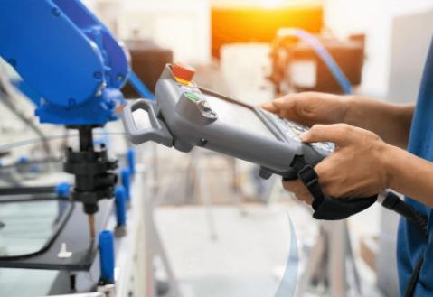 トータルリンク|取り出しロボットと成形周辺機器のトータルリンクによる良品不良品仕分け