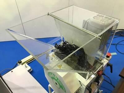 射出成形現場で起きる「樹脂材料のブリッジ」の検知を自動化