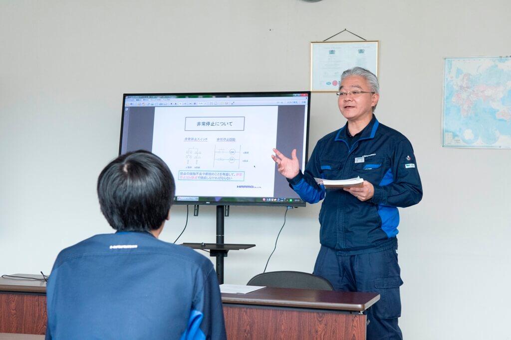 産業用ロボット特別教育の学科講習を少人数で実施|射出成形の自動化・省人化・品質向上に貢献