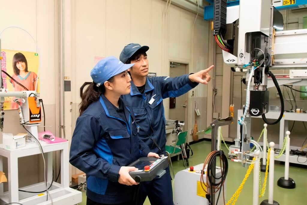 産業用ロボット特別教育の実技講習を実施|射出成形の自動化・省人化・品質向上に貢献
